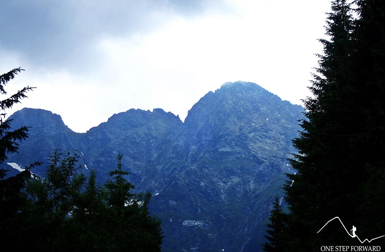 Klasyk tatrzański - Mięguszowieckie Szczyty. Od lewej: Czarny (2430 m n.p.m.), Pośredni (2393 m n.p.m.) i Wielki (2438 m n.p.m.)