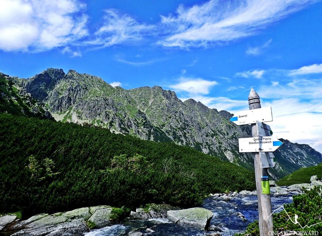 Niebieski szlak za Zawrat z Doliny Pięciu Stawów