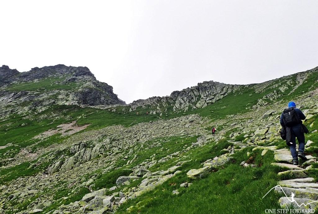 Finalne podejście na przełęcz Zawrat