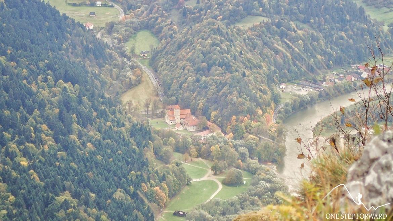 Czerwony Klasztor (słow. Červený kláštor) na Słowacji położony na pograniczu Pienin i Magury Spiskiej