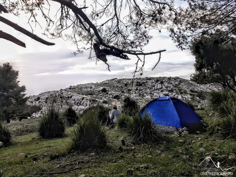 Trekking na Majorce - biwakowanie pod namiotem