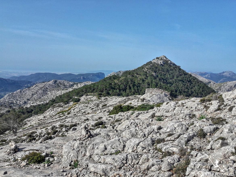 Widok na Puig de L'Ofre - Ruta de Tres Miles, Majorka