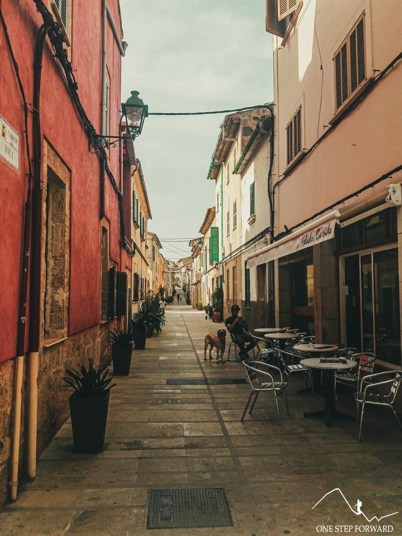 Klimatyczna uliczka – Alcúdia, Majorka