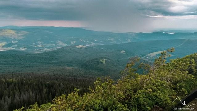 Sokolica - widok na okolice Zawoi i pobliskie szczyty