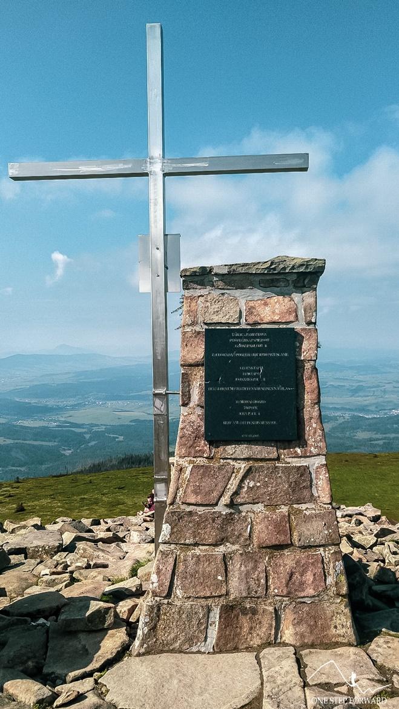 Babia Góra -tablica pamiątkowa poświęcona papieżowi Janowi Pawłowi II