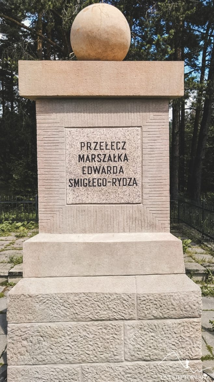 Obelisk na przełęczy Rydza - Śmigłego