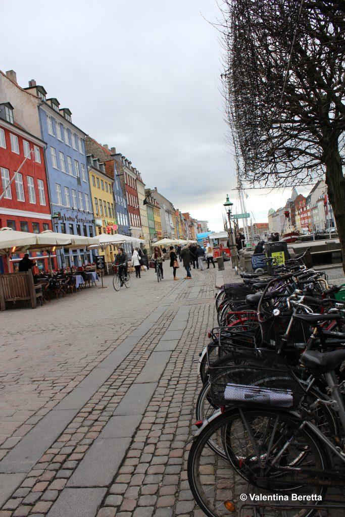 muoversi a copenhagen bicicletta nyhavn