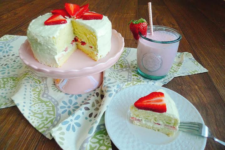 甜點。草莓香草戚風蛋糕 – 甜牙齒