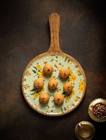 Almond & Besan Laddoos- Refined Sugarfree Healthy Recipe