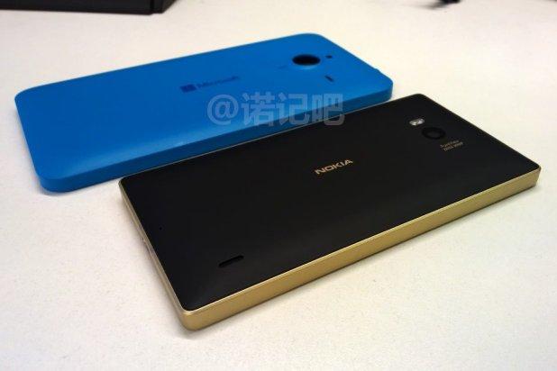 Imágenes del Lumia 1330 junto con el Lumia 930 Gold