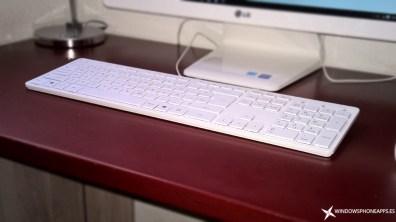 LG-22V240-teclado-vista-frontal