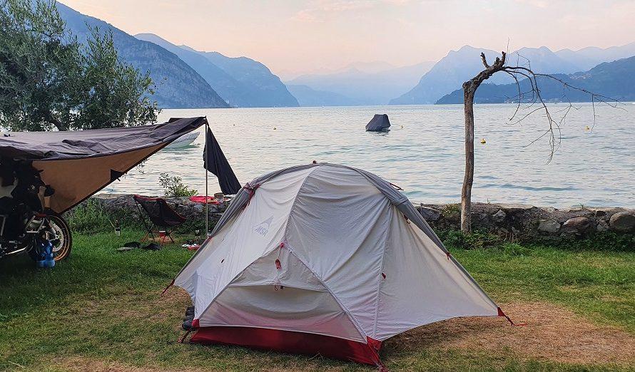 Motorradtour mit Zelt und Schlafsack