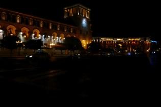 Platz der Republik in Eriwan mit Nationalgalerie
