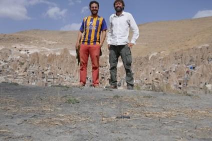 Mit Traveller Jaime aus Mexico Tagesausflug per Bus nach Kandovan, das iranische Kapadokien