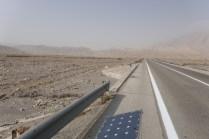 Die Iranische Regierung hilft kräftig mit, die traurige Zahl von 20.000 Verkehrtstoten im Jahr auf hohem Niveau zu halten: Auf Brücken wurden die Leitplanken entfernt, dass mach da prima runterdonnern kann...