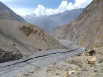 Schroffkarges Landschaftsbild auf dem weiteren Weg nach Jomson, Hauptstadt Mustangs. Das letzte Königreich Nepals wurde 2008 von der nepalesischen Regierung aufgelößt.