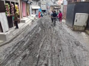 Hin und wieder sieht's so aus. Der Monsun hält sich jedoch in Kathmandu in Grenzen. Es regnet ca. 1 Stunde fast täglich, dann aber ordentlich.