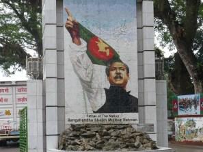 Überall im Land bis heute gefeiert. Rahman führt die Nation 1971/72 in die Unabhängigkeit. Vorab Ostpakistan, danach Bangladesch.