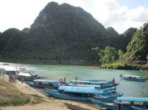 Erster längerer Stop: Phong Nha-Ke Bang National Park. Ab hier kann man mit dem Boot zur Phong Nha Höhle aufbrechen. Sehr touristische Attraktion für 20 Euro.