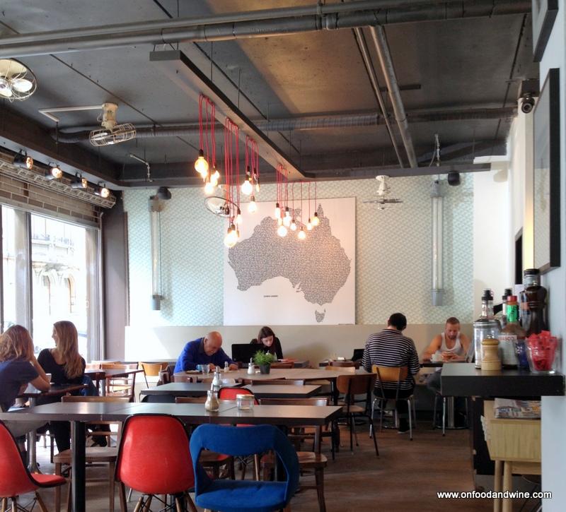 Cafe de la Presse (7)-001