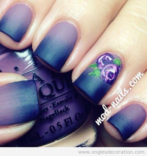 Déco Sur Ongles En Violette Avec Une Belle Fleur