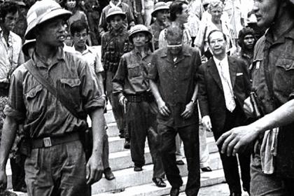 Hàng Tướng Dương Văn Minh 30/04/1975