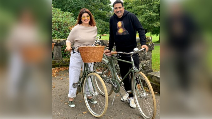 Twinkle Khanna Turns A Year Older Today And Akshay Kumar Shares The Sweetest Birthday Post For His Wifey!