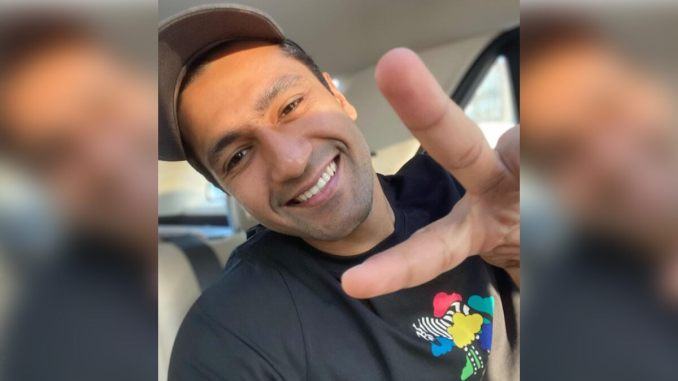 Vicky Kaushal Celebrates Last Working Day of 2020 with All Smiles Selfie