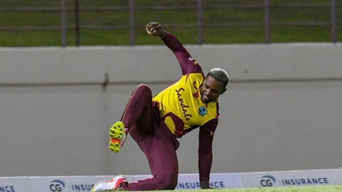 Fabian Allen Takes Stunning One-Handed Catch To Dismiss Aaron Finch in WI vs AUS 5th T20I 2021 (Watch Video)