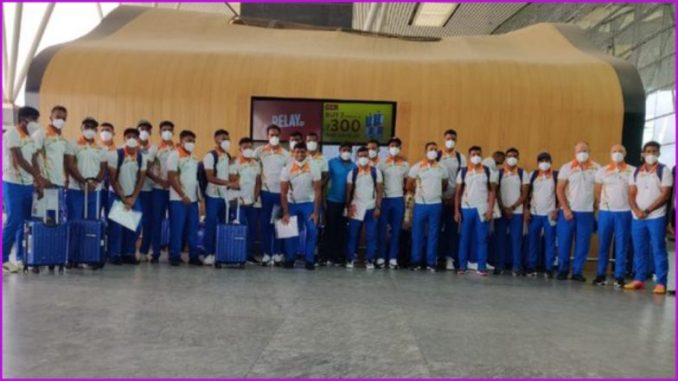 Indian Hockey Team for Tokyo Olympics 2020 Greeted by Airport Officials Ahead of Departure