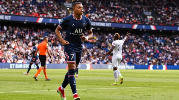 Kylian Mbappe Transfer News: PSG Sporting Director Leonardo Confident of French Star Signing New Contract at Parc Des Princes