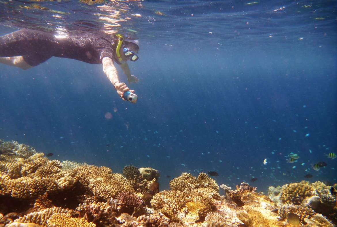 Faire des photos pendant le snorkeling Maldives