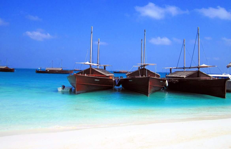 Dhonis mis à disposition par Safari Island Maldives