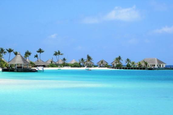 Lagon d'eau turquoise de Safari Island Maldives