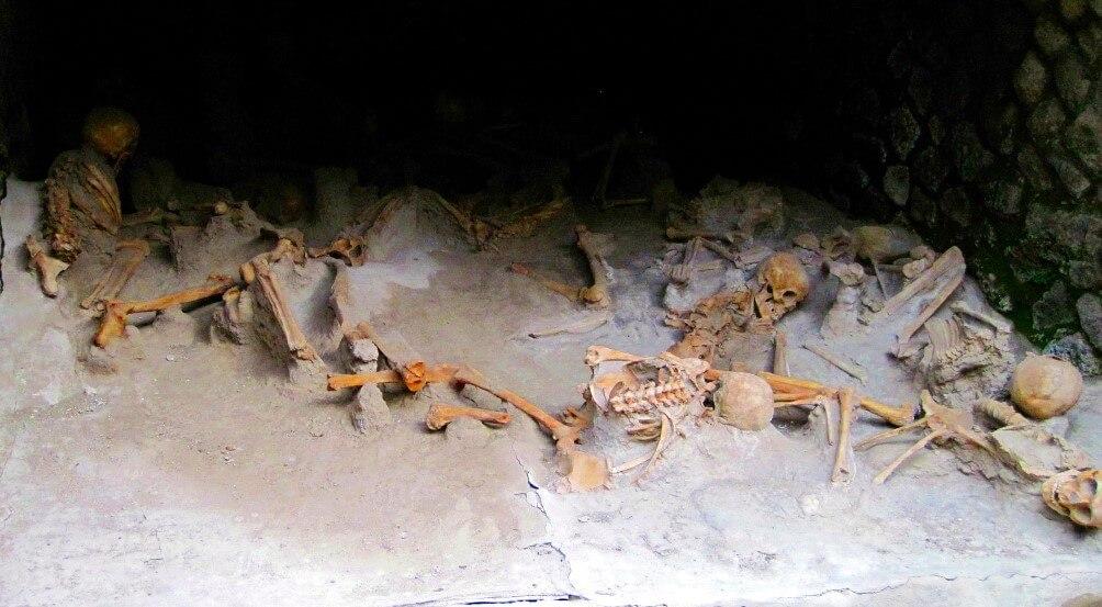 Squelettes au port antique d'Herculanum