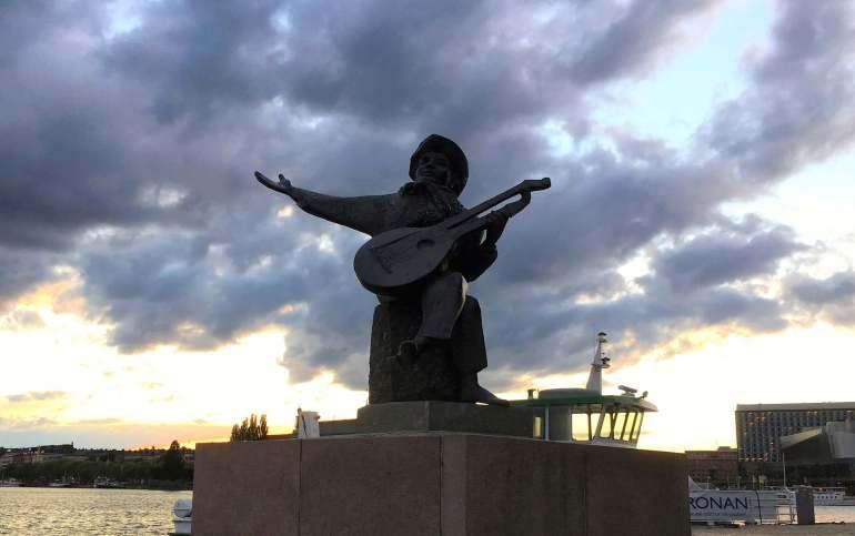 Statue homme à la guitare Stockholm