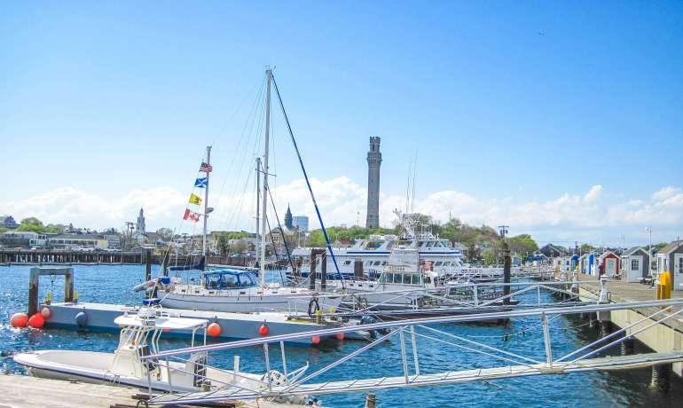 MacMillan Wharf et Pilgrim Monument à Provincetown à Cape Cod