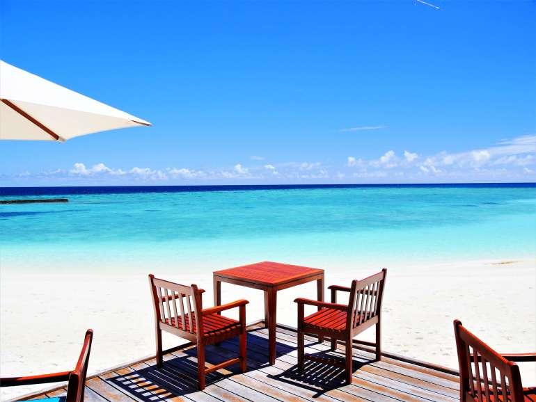 Terrasse du restaurant de Veligandu Island