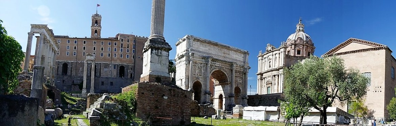Vue panoramique du Forum romain lors d'une balade en amoureux à Rome