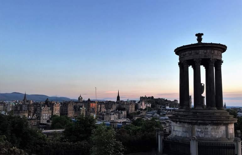 Calton Hill coucher de soleil sur la ville d'Edimbourg