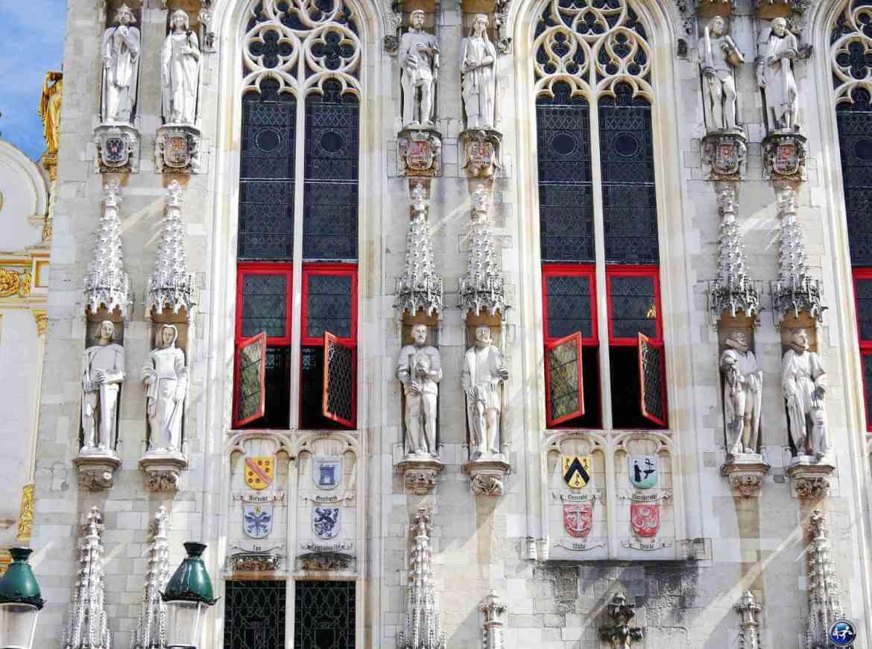 Visiter Bruges et les détails architecturaux de l'Hôtel de Ville