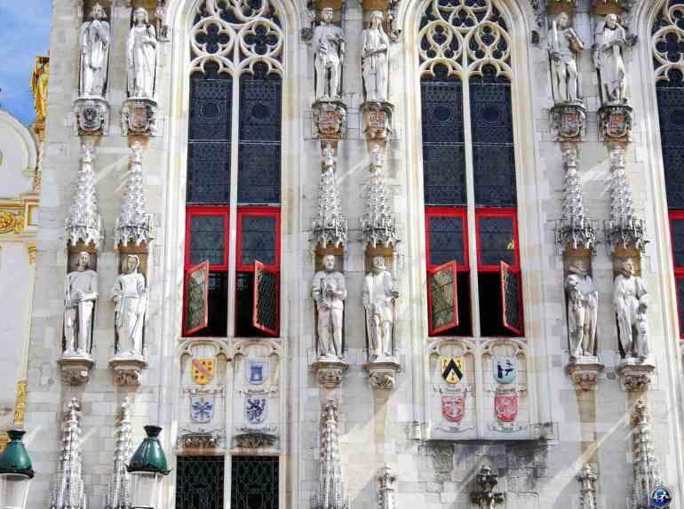 Hôtel de Ville de Bruges et détails de la façade