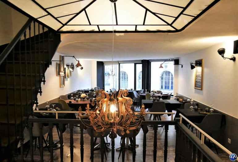 Salle du restaurant annexe cafe francais à luxeuil dans les Vosges du Sud
