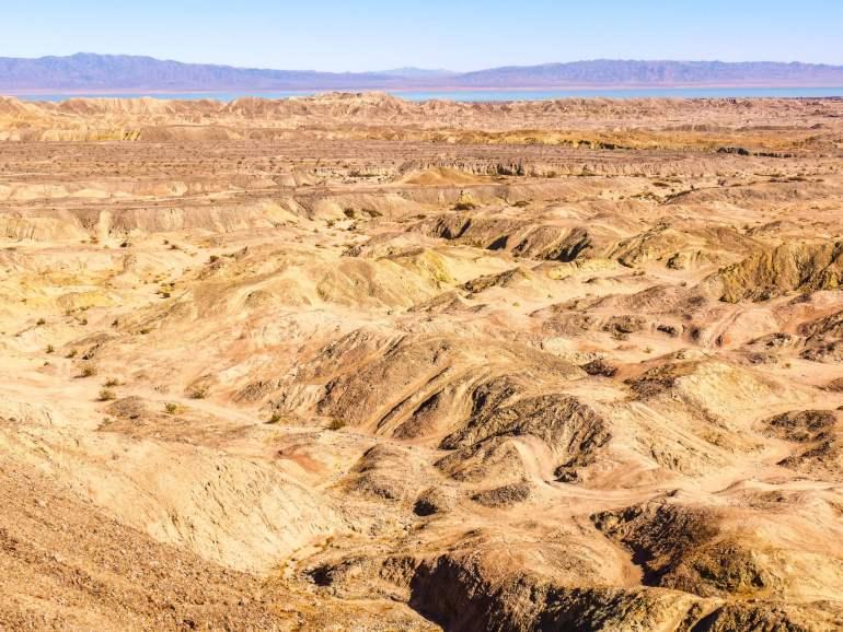 Vue sur les badlands et Salton Sea dans l'Anza Borrego Desert