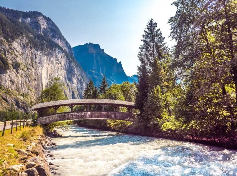 Pont en bois Weisse Lütschine Lauterbrunnen