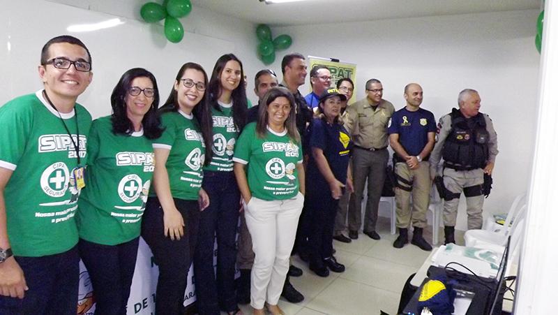 As equipes de trabalho da Unitrans com os convidados que participaram da abertura da Sipat