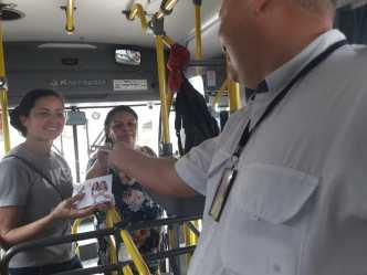 A ação também aconteceu nos ônibus