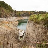 Com reservatório de água baixo, ônibus é encontrado em pedreira na Região Metropolitana de Curitiba