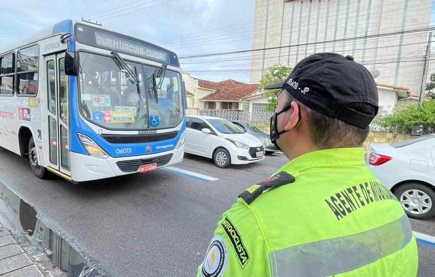 Semob autoriza condutores de transporte escolar e de turismo a usarem faixas exclusivas de ônibus em João Pessoa