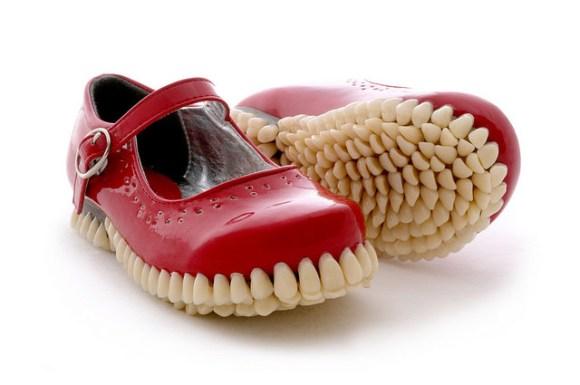 赤い歯ソールパンプス